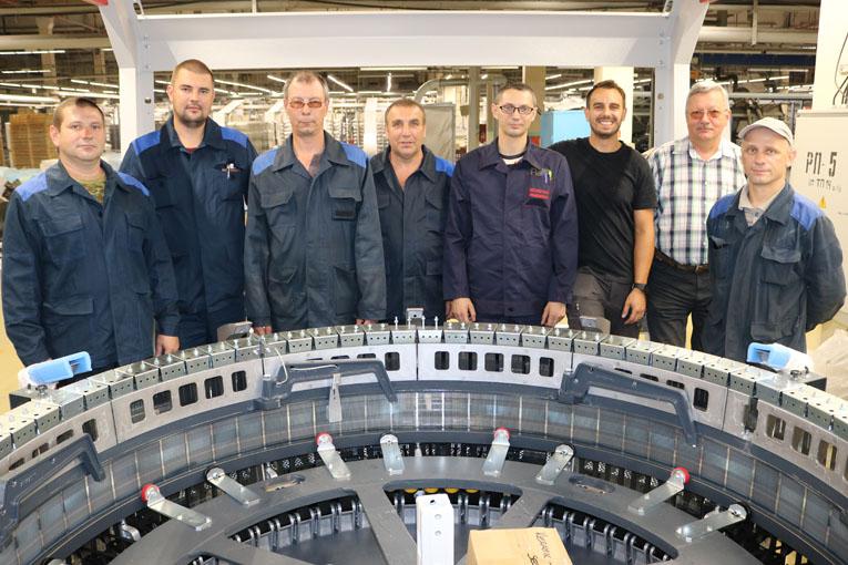 сборная бригада слесарей-ремонтников ремонтного участка ремонтно-механического цеха завода искусственного волокна, фото