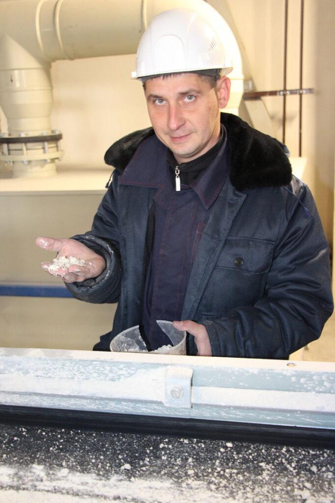 В ОАО «СветлогорскХимволокно» завершаются работы по реализации проекта производства синтетического гипса. На этой неделе прошли гарантийные испытания, получена первая продукция, фото