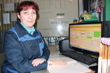 Оператор дистанционного пульта управления прядильного цеха № 3 ЗПТН Наталия Даничкина, фото