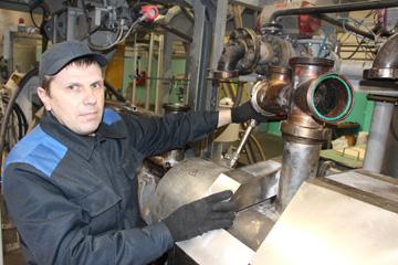 Машинист экструдера сеновязального шпагата ЦТиПО Андрей Телепун ,фото