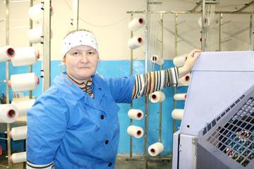Вязальщик участка трикотажных полотен ЦКиТП Оксана Бествицкая ,фото