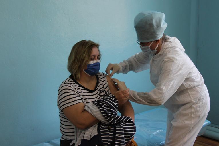 """прививка от COVID-19, ОАО """"СветлогорскХимволокно"""", фото"""