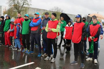 8 мая в 11.00 на центральной площади Светлогорска был дан старт легкоатлетическому забегу и велопробегу, посвященным Дню Государственного герба и Государственного флага Республики Беларусь и Дню Победы.