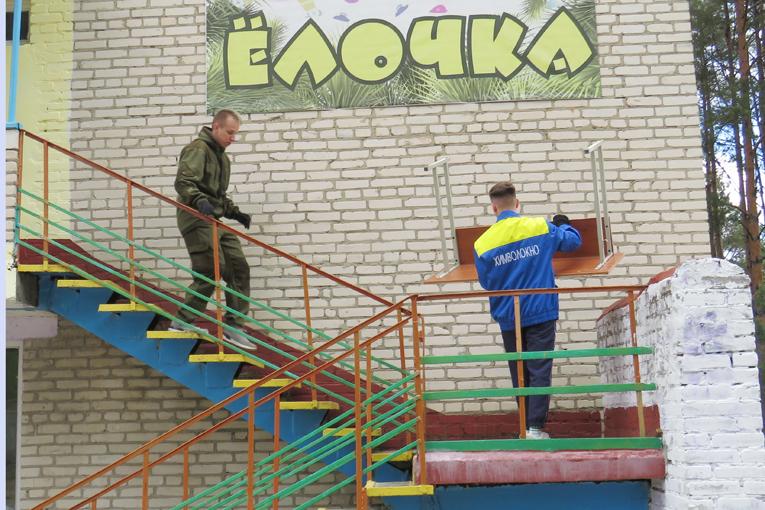 """молодёжь ОАО """"СветлогорскХимволокно"""", субботник в лагере ,фото"""